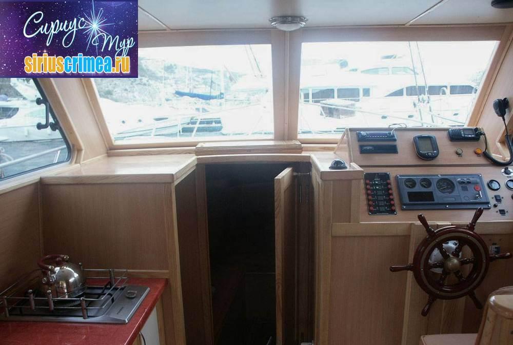 Моторная яхта Тетис фото 7